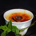 和紅茶のクリームブリュレ。私が持参した紅茶ジャムをトッピングしてくれた。