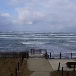 志雄SAからの荒れている日本海(2日)。
