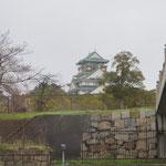 定番、大阪城の天守閣。