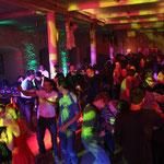 Ein voller Rittersaal bei der HELLOweenparty.