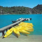 Canoë au bord du lac