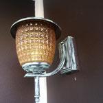 新築時に設置された普通の玄関灯をアンティーク塗装