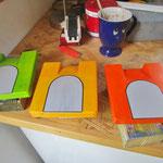Vogelhuisje bouwen mussenkolonie in de maak_detail_drie deuren_beschilderd
