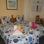 Schlafzimmer mit Einzelbetten 0,90 x 2,00 m