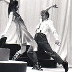 Sandrine Scheid (Alise) chez Isis Ponteauzanne danse le Biglemoi avec Chick