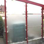 Trennwand Glas in Klemmen gefasst