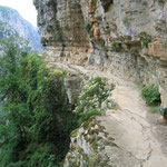 Wanderweg über der Vikos-Schlucht