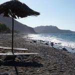 am Strand bei der Taverne von Aris