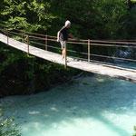 eine der vielen Hängebrücken über die wilde Soca