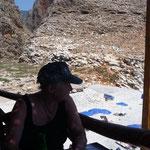 Stärkung in der Taverne mit Blick auf Strand und Aradena-Schlucht