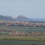 Blick auf Valledoria mit Castelsardo im Hintergrund