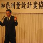 中締めの音頭をとられる西川副会長