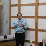 司会と閉会の挨拶をする濱田博人技術副委員長