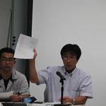(株)アンプルの西川準二氏と西田洋康氏が重力式擁壁の設計法について説明。