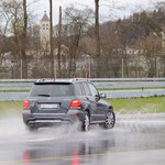 Auch der Mercedes muss heute bestimmt nicht mehr gewaschen werden.