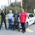 Tagessieger Schweizer Autofahrer des Jahres mit ihren Instruktoren