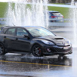 Mazda 3 MPS auf nassem Terrain.