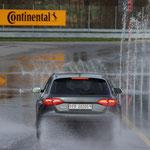 Audi RS4 prouve qu'elle peut non seulement rapidement.