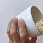 Wische den oberen Rand mit einem feuchten Spültuch sauber ab.