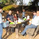 Michelle Marquardt versorgt ihre Fraktionskollegen mit einem deftigen Frühstück