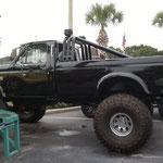 Ford PickUP ordentlich höhergelegt