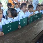 Die ersten lateinischen Buchstaben werden geschrieben: SABAY