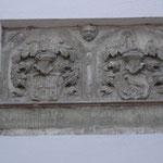 Wappen an einem Haus in der Kerstingstraße