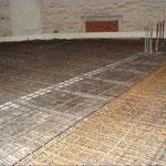 Die erste Decke wird für die Betonierung vorbereitet