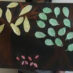 木の種類を考えて葉っぱを並べたよ!木の枝の塗り方も違うんだ!
