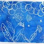 藍の花をイメージしました。幻想的だね!