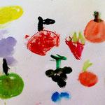 たくさんの果物たち元気に描けているね!