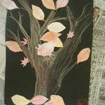秋の色彩でまとめたカエデの木です!落ち葉が印象的。