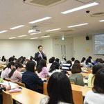 学生からの質問に答える倉田秀道氏