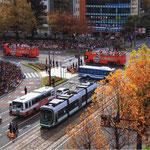 2017路面電車のある風景フォトコンテスト 準特選「街中が祝う」 福井昭作