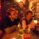 Gerald und Peter am Gelage
