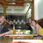 Au resto, avec Thomas et Dai-Linh, qui nous hebergent a Delhi