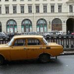 A st Petersbourg, il y a 2 types de voitures: la Lada....