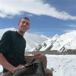 Pic-nic au bord du glacier avec Pif, un francais avec qui nous avons passe une dizaine de jours entre Gilgit, Astore, Peshawar..