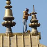 Reparation au sommet d'un monastere