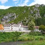 Monastère dans les collines, l'islam et le christianisme se cotoient en Bosnie