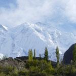 L'imposant Rakaposhi domine la vallée