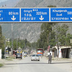 Longtemps desire par les russes, les chinois et les indes britanniques pour sa situation strategique, le nord du Pakistan reste une zone sensible et la KKh fait office d'une route de la soie des temps modernes