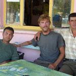 Avec Mustafa et Ilash, deux hommes qui ont une fois de plus prouvé la grandeur de la générosité turque, et avec qui nous avons passé une bien bonne soirée