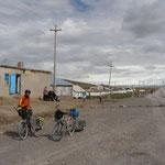 """Arrivée au village de Sary-tash, ou nous etions """"censés"""" retrouver le goudron"""