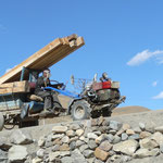 Le motoculteur a remorque: LE vehicule du Tibet. Et ca passe les cols sans probleme!