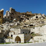 Ancien village creuse dans la roche (malheureusement celui-la s'est effondre...)