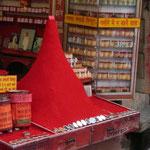 Une montagne de poudre rouge, pour des tikkas a foison
