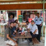 Pause pastèque-coca avec les policiers de Darende