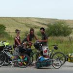 Couple de cyclisteTcheco-slovene rencontre sur la route entre Bakou et T'Bilissi: ils voyagent maintenant depuis 6 ans...