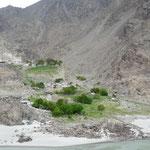 Les petits cours d'eau adjacents sont utilises pour creer de petits oasis